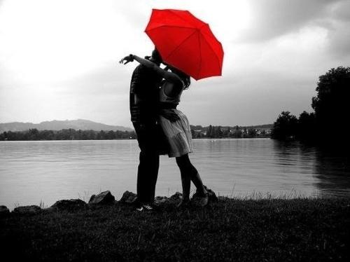 black-and-white-photo-love-red-umbrella-Favim.com-333049